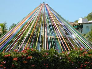 Maypole In Brentwood, California © 2012 by Jengod - http://creativecommons.org/licenses/by-sa/3.0